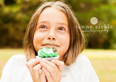 girl-with-cupcake